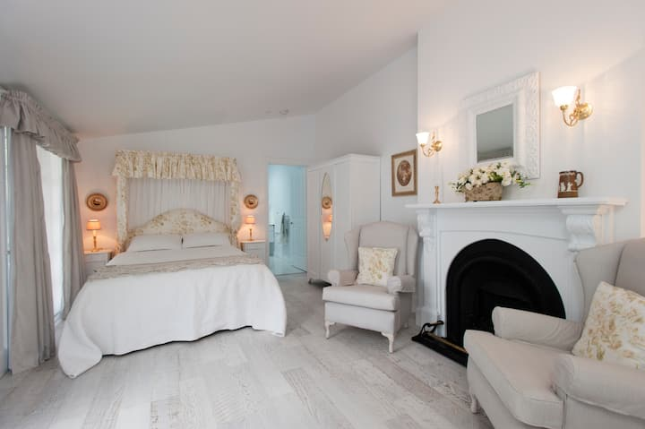 The Garden Cottage.....romantic accommodation