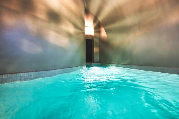 Offer!!! Suite with Cave Pool
