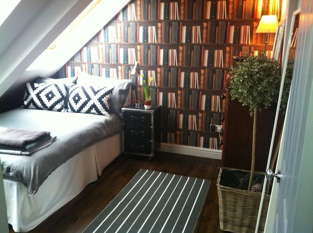 Albury Road, (Loft Bedroom), NE2 - Close to City - Newcastle upon Tyne