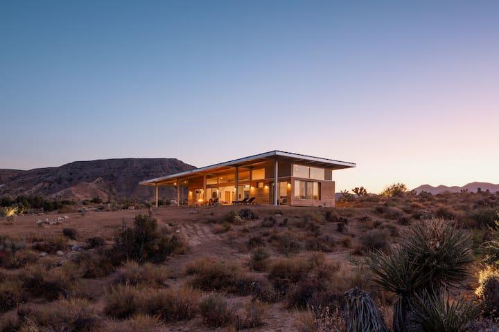 Hawk & Mesa - Private Modern Retreat on 120 Acres!