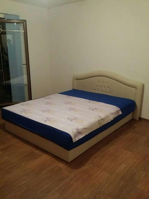 Spavaca soba sa bracnim krevetom