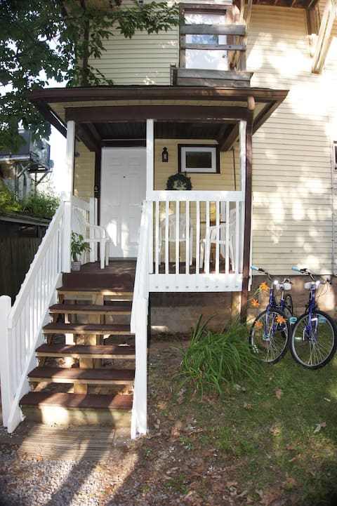 Hidden Homeaway Rest House w/ free bikes & pkg