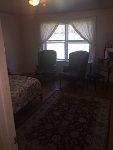 Private room with shared bathroom - Potomac