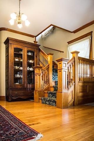 Beautifully Restored Victorian Farmhouse Mansion - Barton - บ้าน