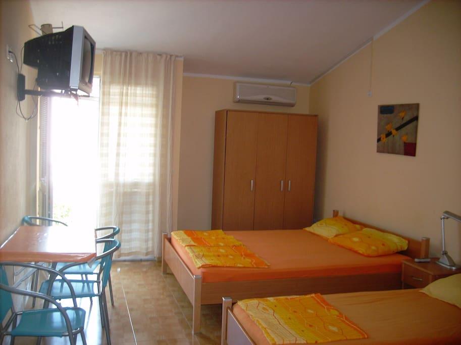 4-bed studio