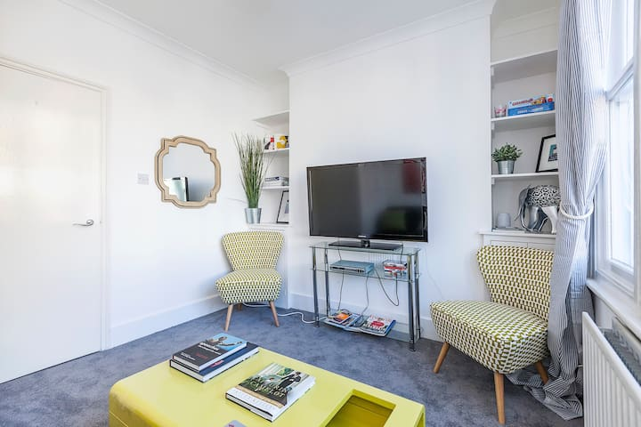 Perfectly located,  bright and lovely, chic flat