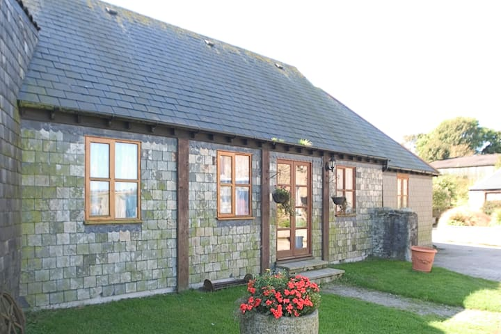Beamed Cottage with Farm Animals and Pool, nr Sea
