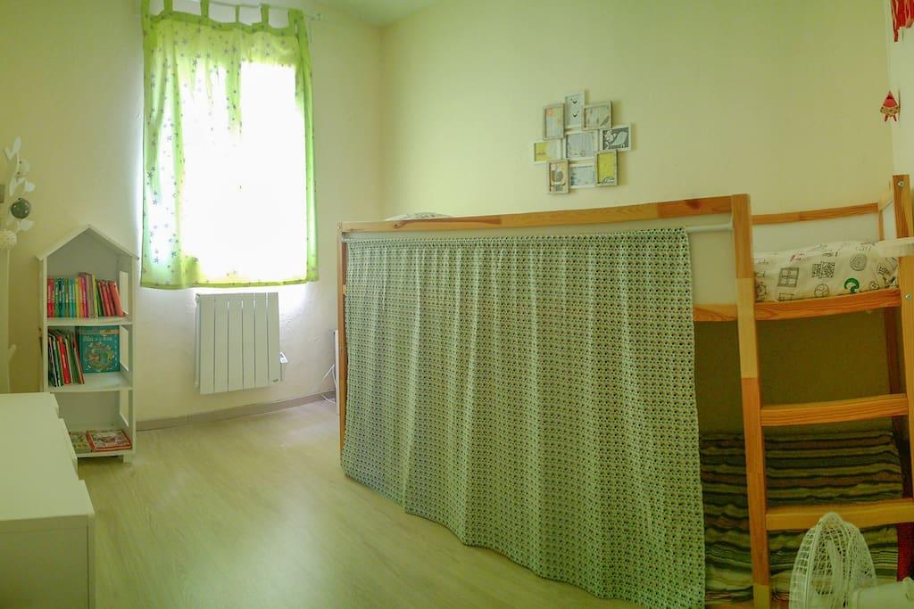 Chambre n°2 avec lits superposés