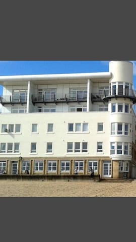 A stunning 2 bed  flat on beach