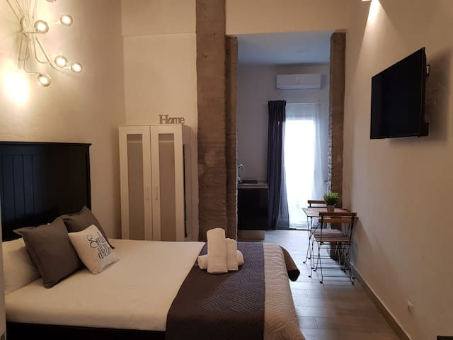 Cozy Apartment with Terrace - WIFI free (F2)