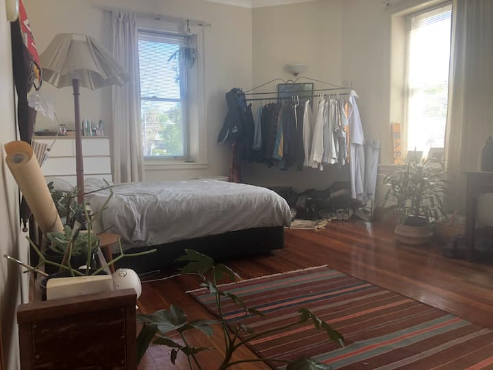 Sublet Huge Light-Filled Room In Heart Of Glebe