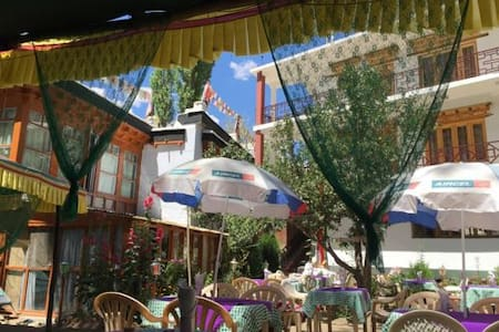 Mentokling Guest House and Garden Restaurant - Leh - Pensione
