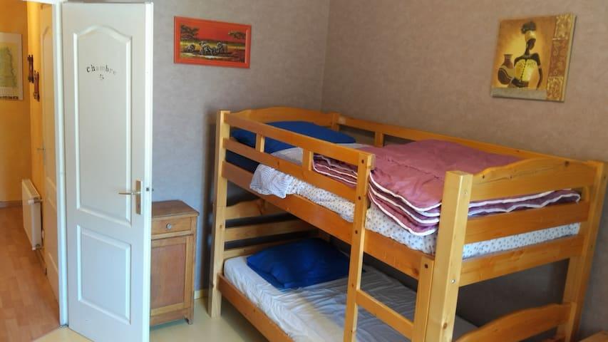 Chambre avec deux lits simples superposés ( 2 X 90)