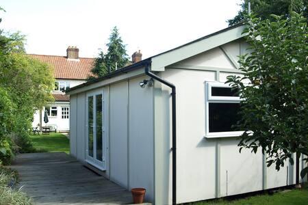 Annexe Studio in Sunny Garden