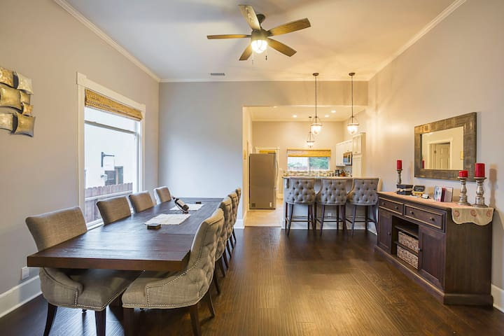 Ample seating at dining table and breakfast bar