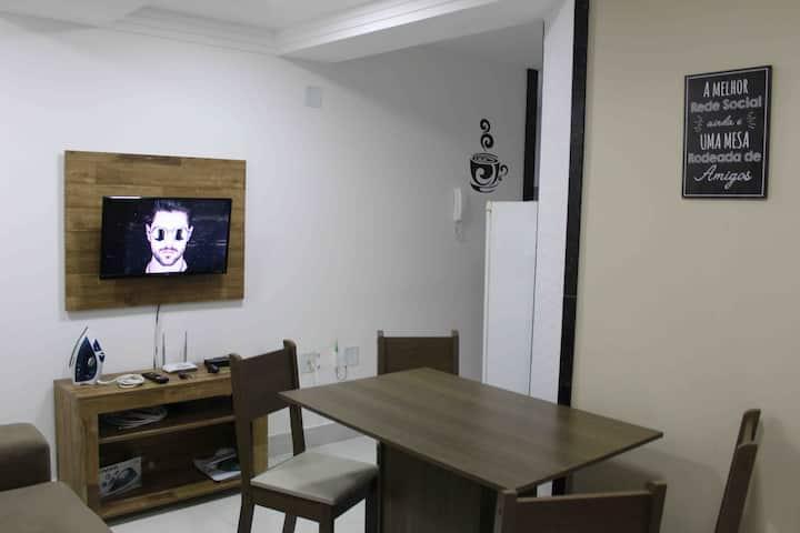 Ap novo, 2 quartos, a 90m da Praia do Morro.