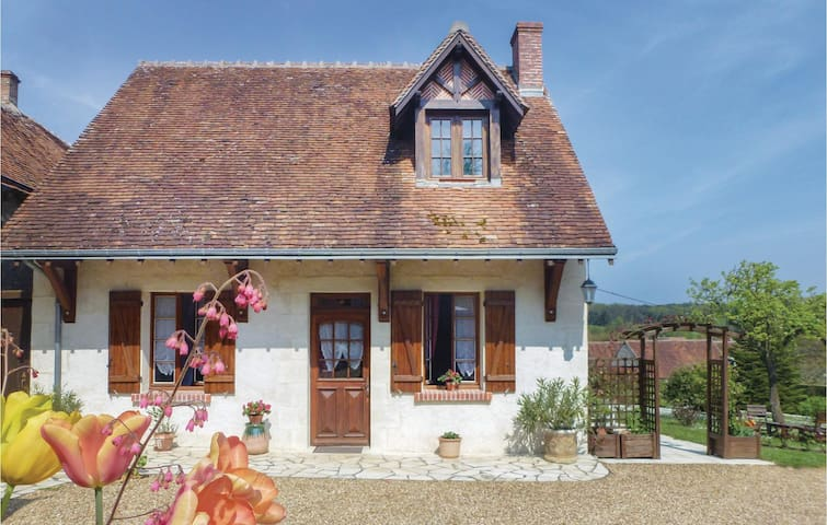 Holiday cottage with 1 bedroom on 50m² in Romain S Cher