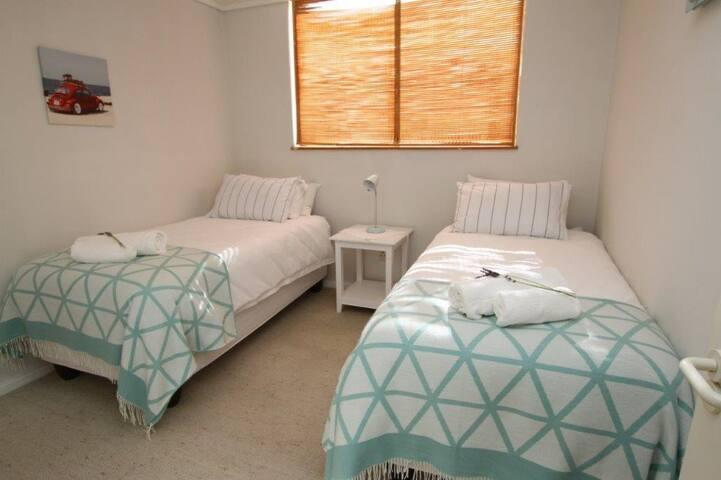 Spacious ,sunny room!