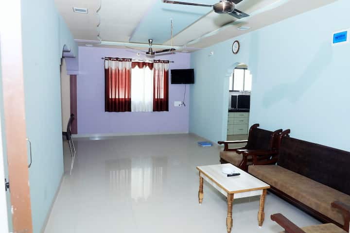 Lovely 2BHK modern flat w/ AC in Daman