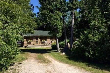 Oliphant, ON Cottage Rental - South Bruce Peninsula - Blockhütte