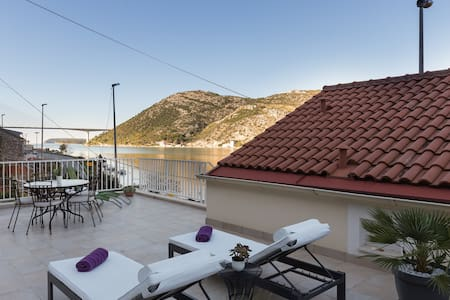 Apartment Cetinić - Two Bedroom Apartment with Terrace and Sea View
