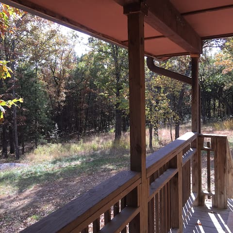 3-bedroom cabin on 143-acre farm - Fayetteville - Hus