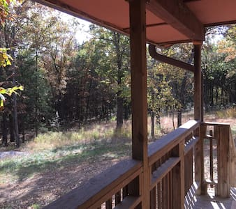3-bedroom cabin on 143-acre farm - Fayetteville - Haus