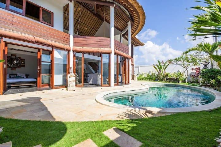 Stunning 4Br&Pool ♦ Villa Sans Soucis ♦