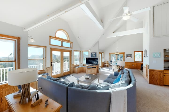 Oceanside Home In Corolla With Private Pool