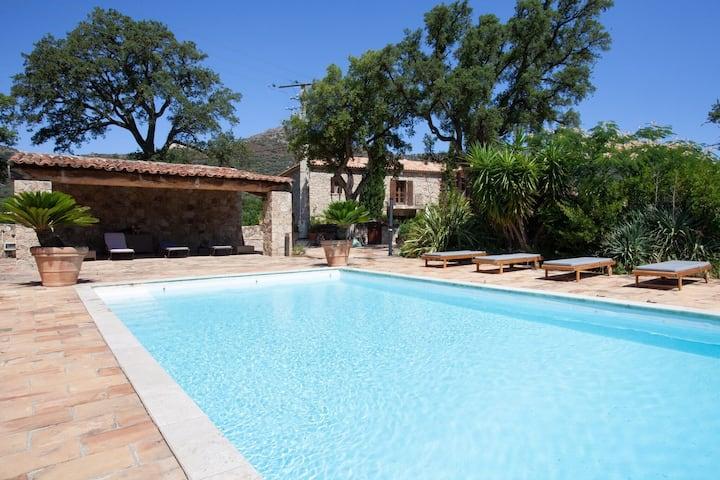 Casa de vacaciones tranquila en Feliceto con piscina privada
