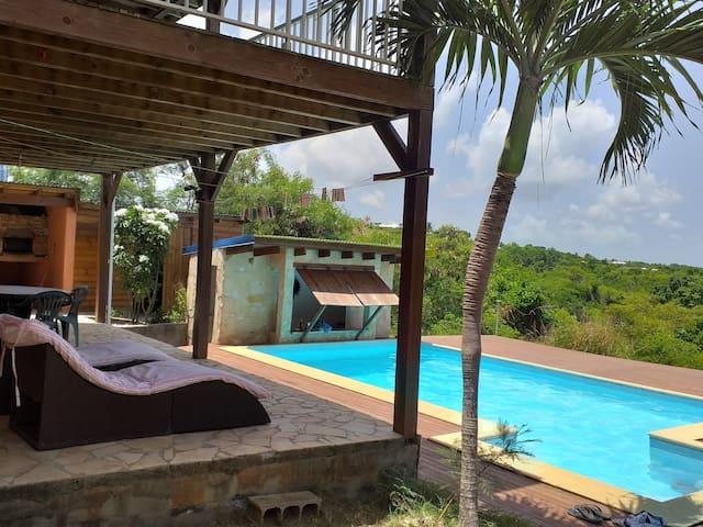 St Anne Bas de villa avec piscine calme et ventilé