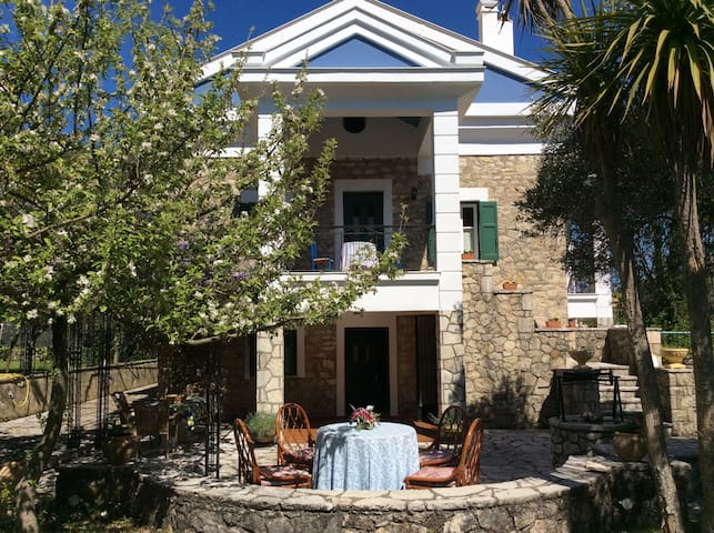"""Aspro"" Stone Mansion in the best area of Lefkada! - Asprogerakata - Alojamiento vacacional"