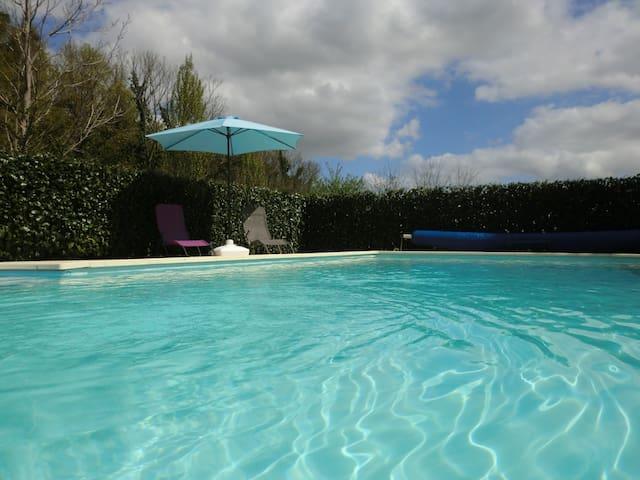 Gîte avec piscine aux abords de la Charente