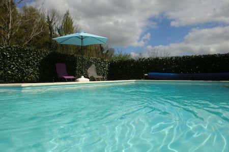 Gîte avec piscine aux abords de La Charente.
