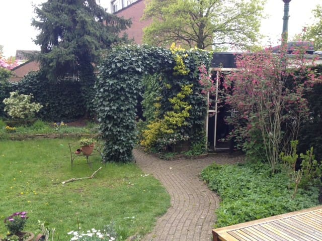Charming B&B  green environment - Huizen - House