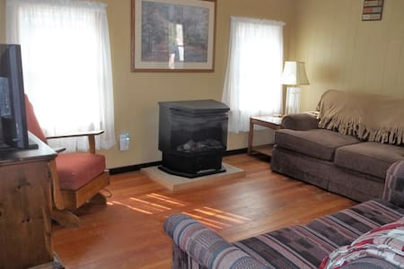 Comfortable Catskill Cabin minutes to Bethel Woods