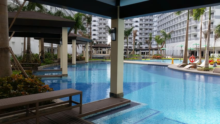 1BR Vacation Condo near Mall of Asia, Airport