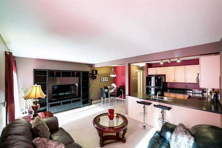 beautiful 3 bedroom townhouse with free parking - Edmonton - Talo