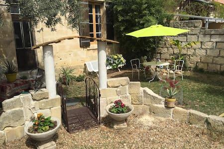 Petit appartement avec jardinet - Calvisson - Apartamento
