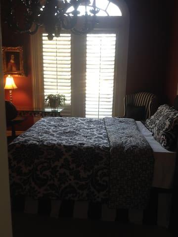 Far North Dallas Bedroom w TV & private bathroom