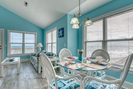 The Coral Reef  Oceanfront 4 bedroom 3 1/2 bath