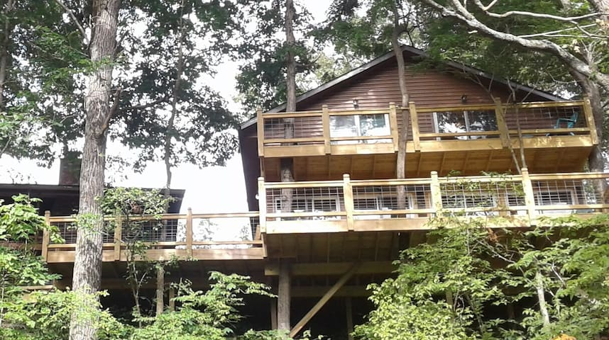 Hawk's Nest at the Driftwood River Lodge