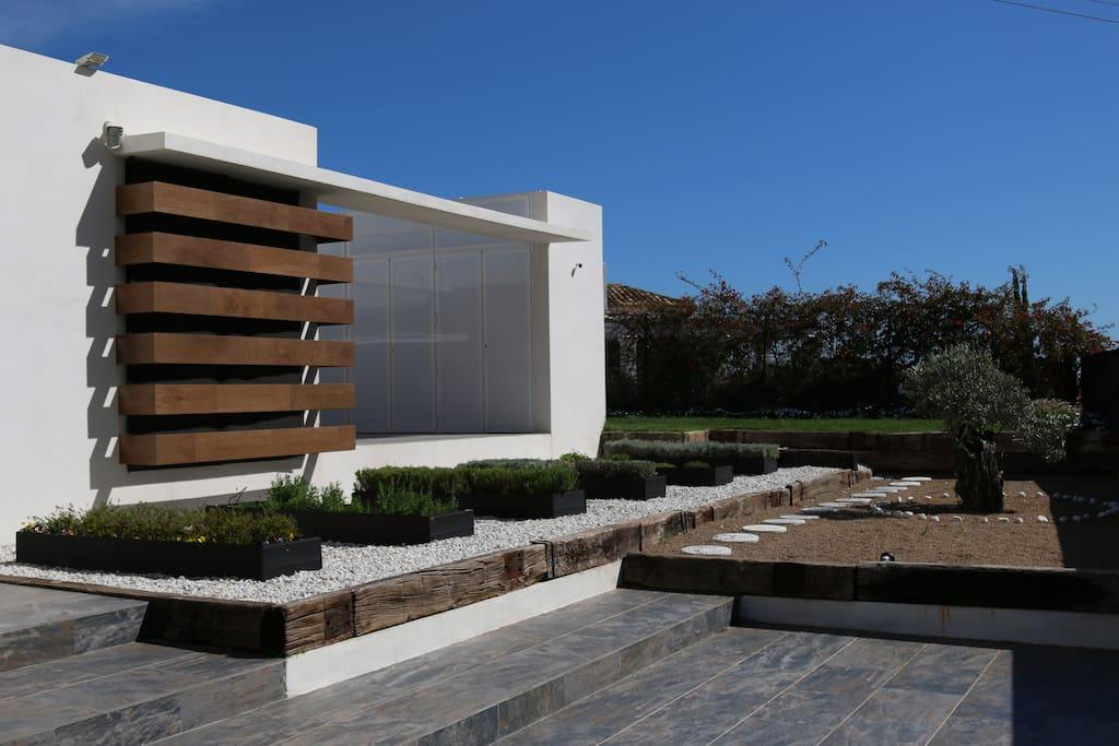 Jardin de acceso a vivienda