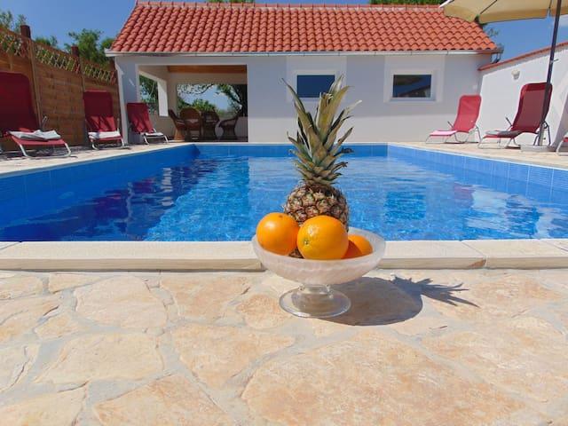 Holiday Home Donji Lepuri