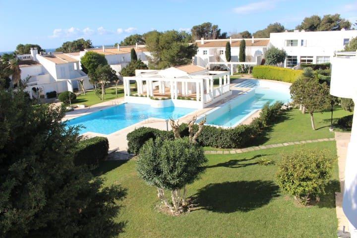 Apartamento con vistas al mar y jardin