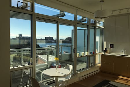 Beautiful Waterfront Condo in the Janion - Victoria