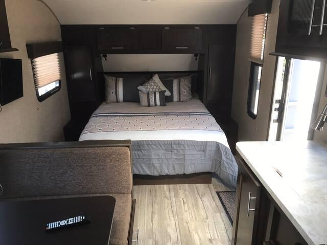 Luxury Trailer 22 ft sleeps 6