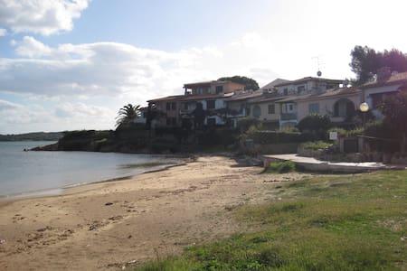 Bilocale vicino la Spiaggia della Corallina - Murta Maria - House