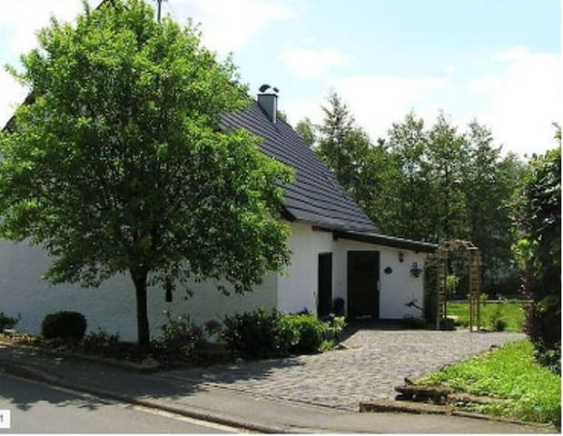 Bauernhaus, Sauna, Ofen für 6 Erwachsene und Kind - Hörschhausen - Hus