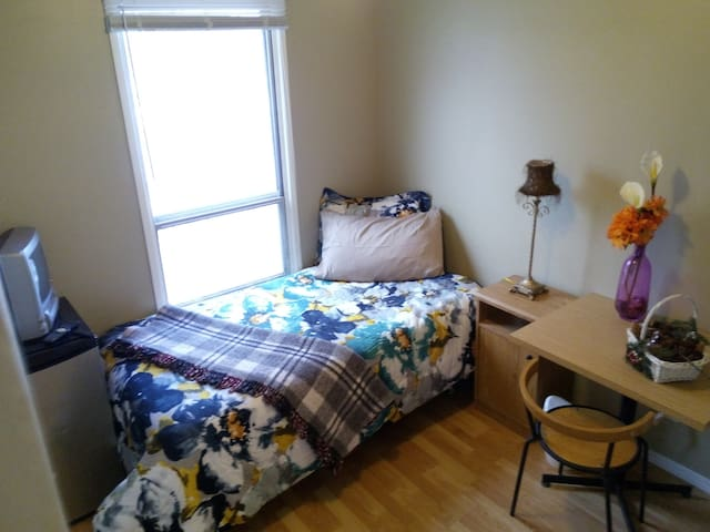 BUDGET location convenient from downtown & Airport